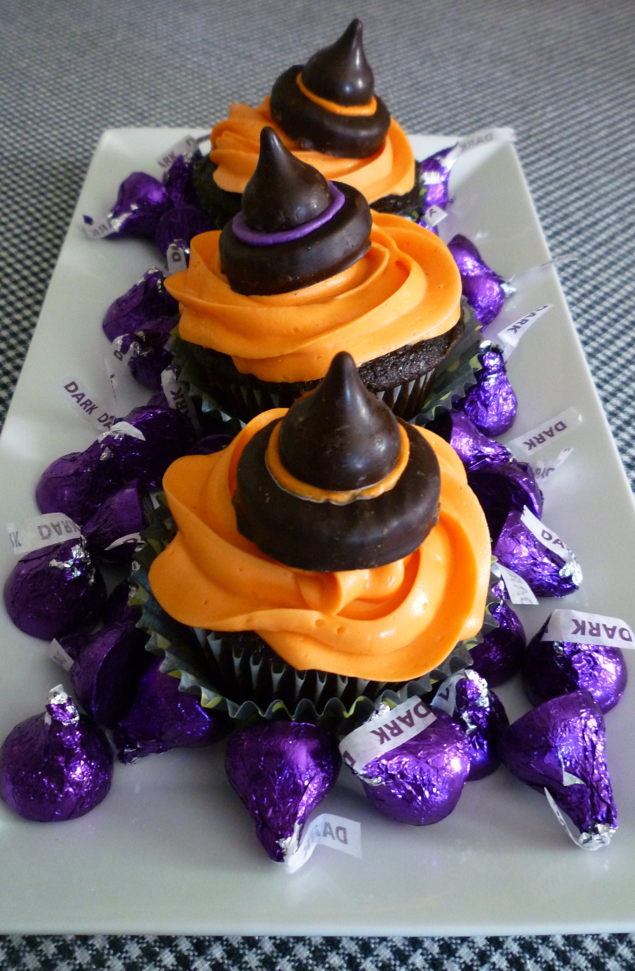 Halloween Cupcakes Witches Hats Cupcakes With Candy Witch Hats