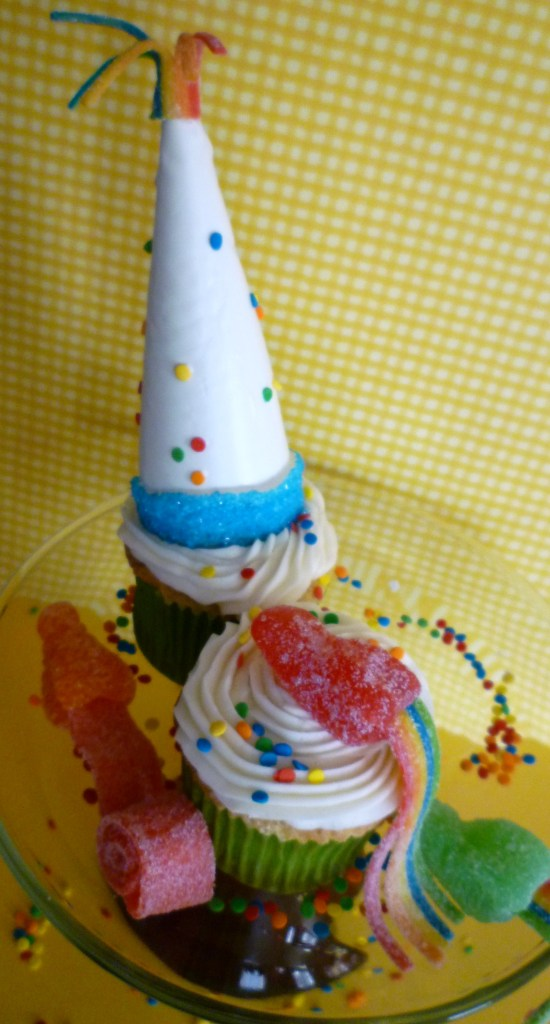 New year's hat noisemaker cupcakes