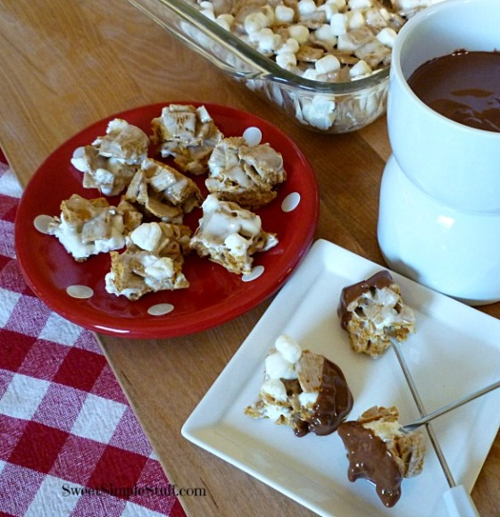 Golden Graham bars chocolate fondue
