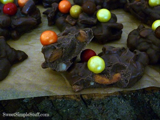 caramel peanuts apple chocolae