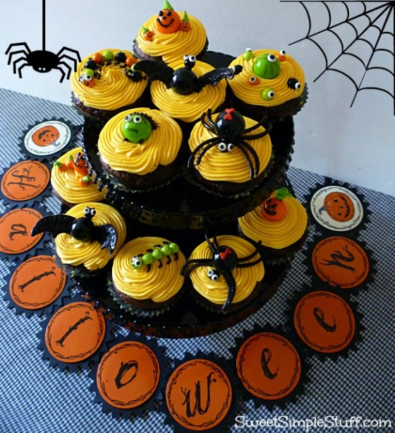 Bat spider bug pumpkin eye cupcakes