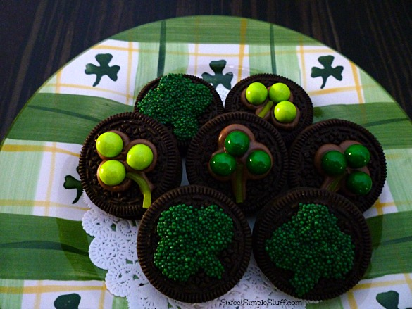Shamrocks Oreos