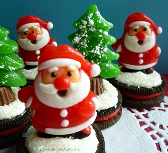Santas & Christmas trees on Oreos - SweetSimpleStuff.com